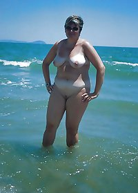 BBW matures and grannies at the beach (51)
