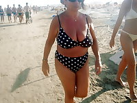 Mature grannies with big boobs on the beach! Amateur!