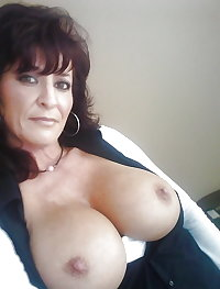 Old mature with spectacular tits :X