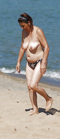 BBW matures and grannies at the beach 317