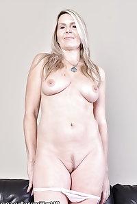 48 year old Canadian milf Velvet Skye from OlderWomanFun