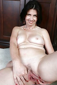 Over 50 granny Leeann from OlderWomanFun