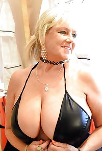 Busty Older Mature Diane From the UK