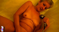 Wet granny pussy play